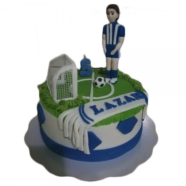 Torta mali fudbaler na terenu