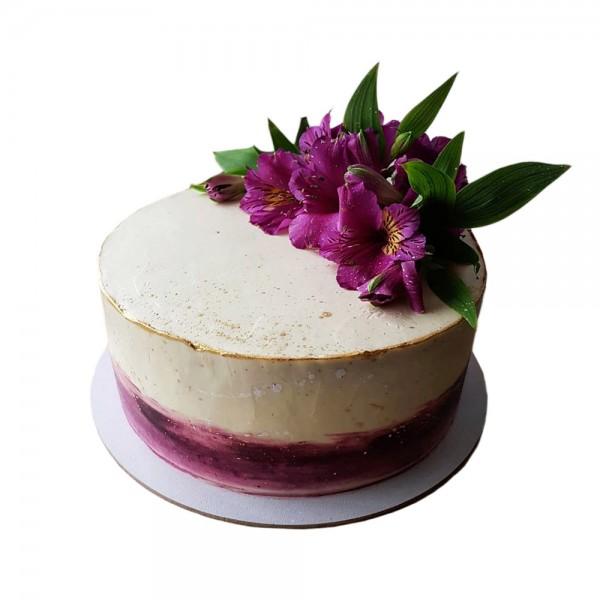 Svecana torta krem sa ljubicastim cvecem